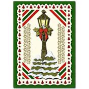kerstkaart met lantaarn en kerstbomen